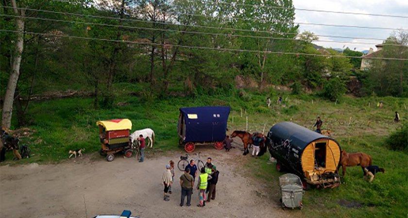 15 чужденци с коне и каравани всяват смут в Костенец