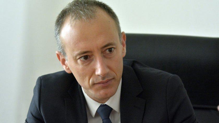Министър зове: Дръжте децата вкъщи