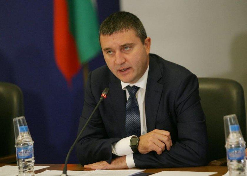 Министър Горанов: Общините масово са с излишък