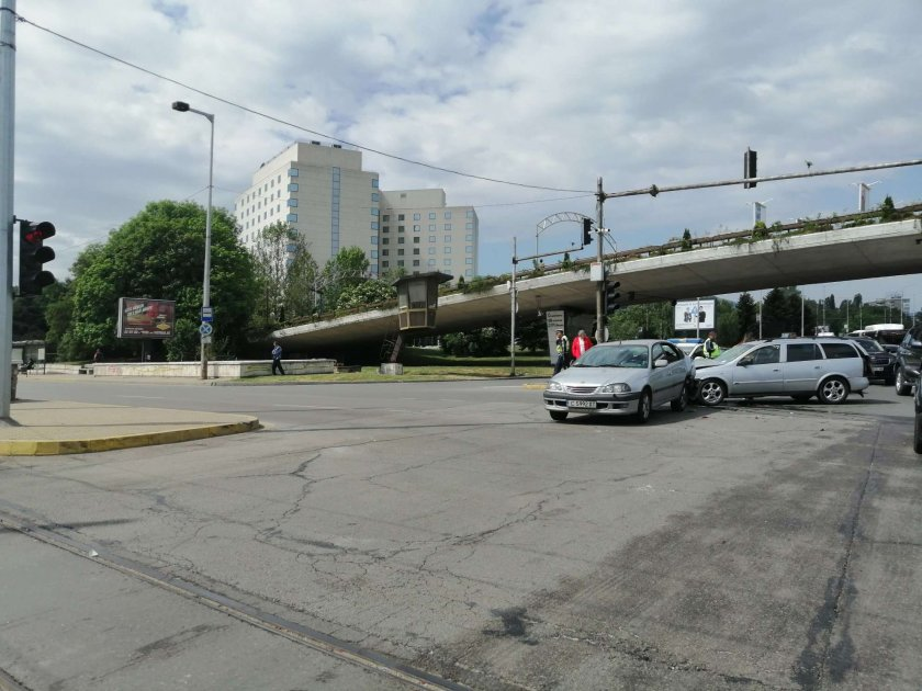 Катастрофа под Моста на влюбените в столицата (СНИМКИ)