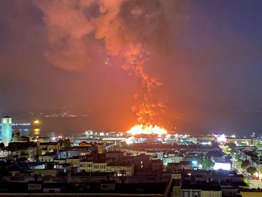 Голям пожар на пристанище в Сан Франциско, 150 огнеборци са на място