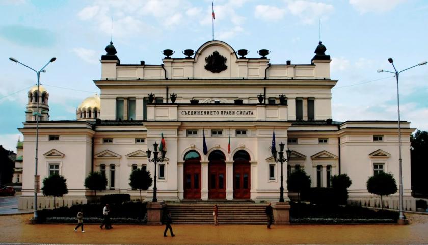Законът за политическите партии бе оттеглен от дневния ред на парламента