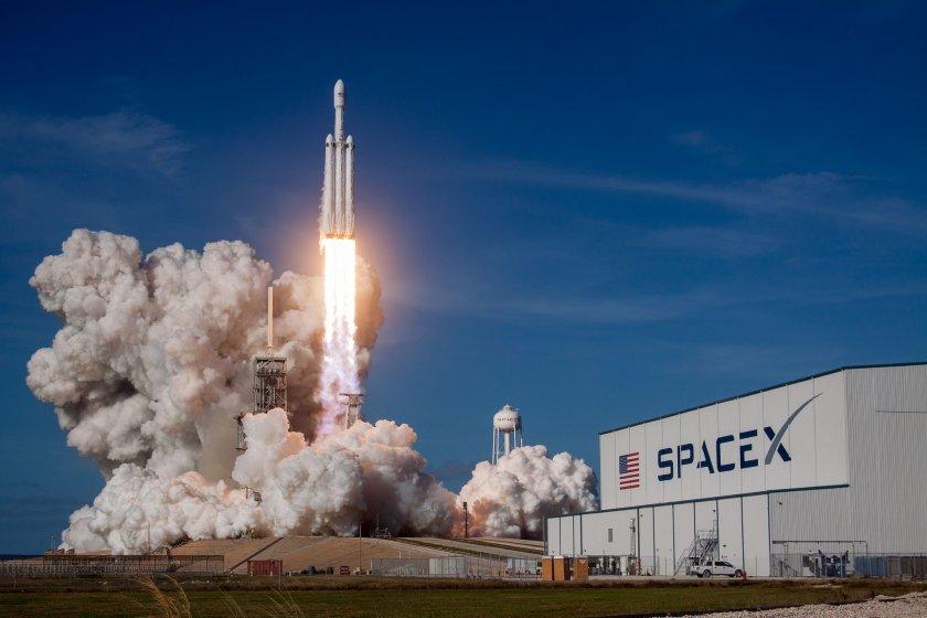 Двама българи работили в екипа на SpaceX