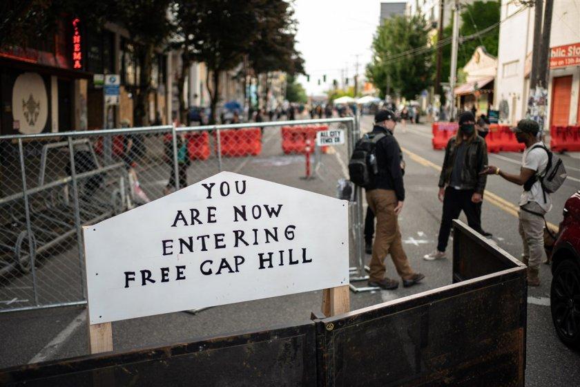"""Протестиращите в Сиатъл обявиха създаването на """"зона без полицаи ..."""