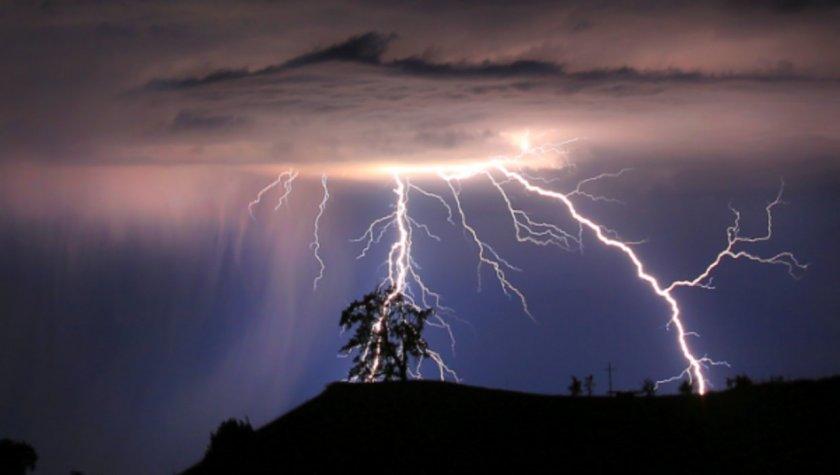 Гръмотевични бури и градушки ще връхлетят България утре