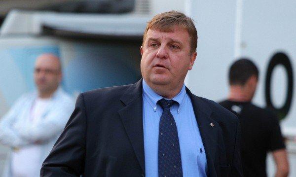 Бобоков се отрече от кума си Каракачанов