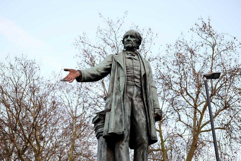 Велислава Дърева иска от Лондон паметниците на Уилям Гладстон