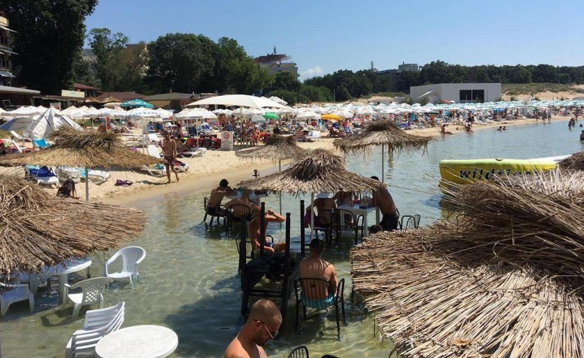 Плажовете по Черноморието се напълниха заради кошмара на гръцката граница
