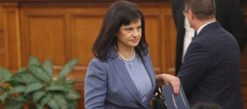 Дариткова: Намеренията на БСП за сваляне на кабинета не са сериозни