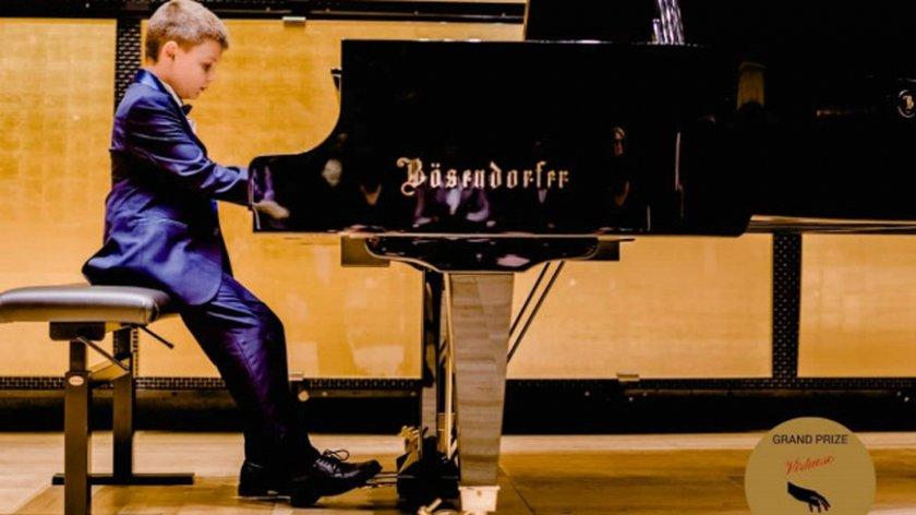 Браво! 8-годишен пианист от Пловдив отвя конкуренцията в Женева