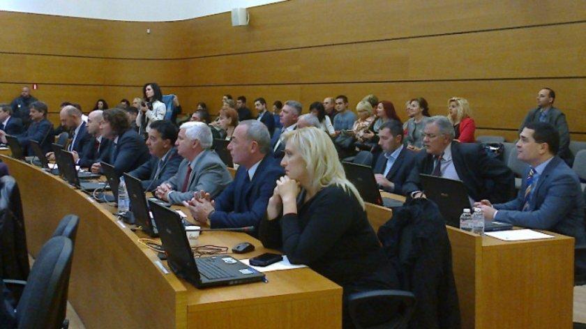 Тестват местния парламент в Пловдив заради общинар с COVID-19