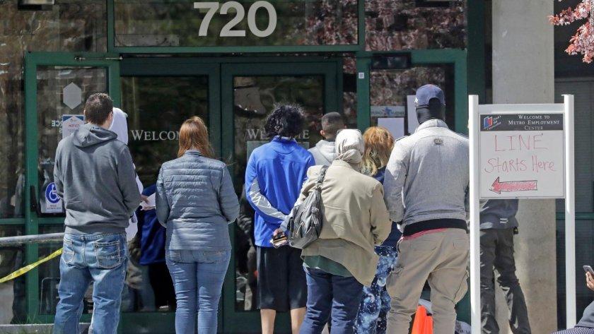 Рекордни 4,8 милиона американци се върнаха на работа през юни