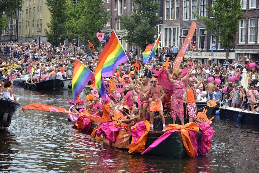 Холандия вписва гейовете в член 1 на конституцията