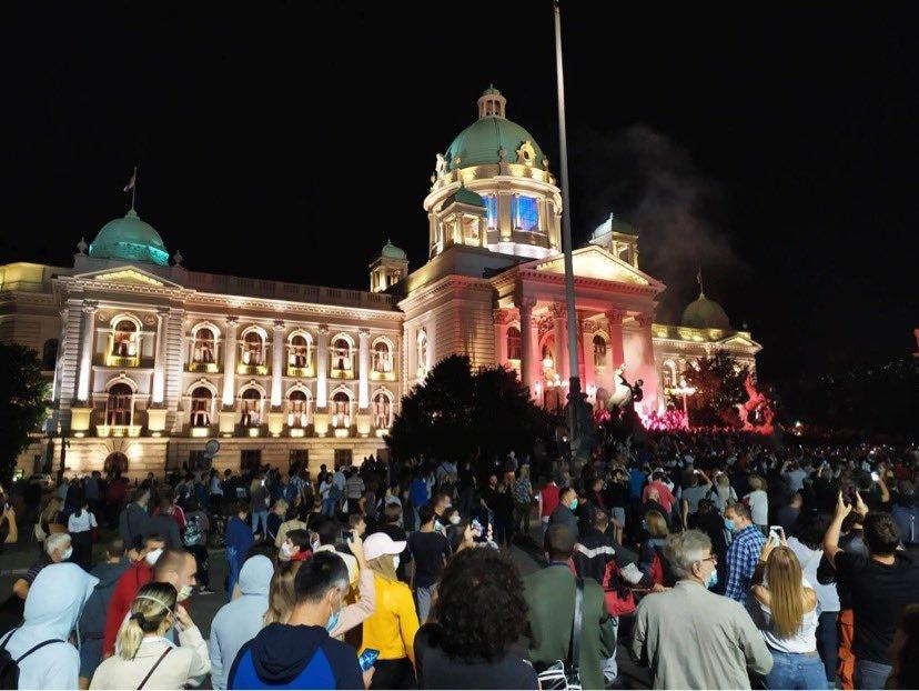 Сърбите на бунт заради полицейския час