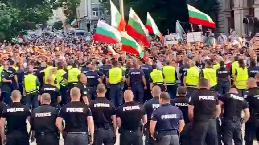 Първо в Lupa.bg: ЕСКАЛАЦИЯ: Бой между протестиращите (НА ЖИВО)