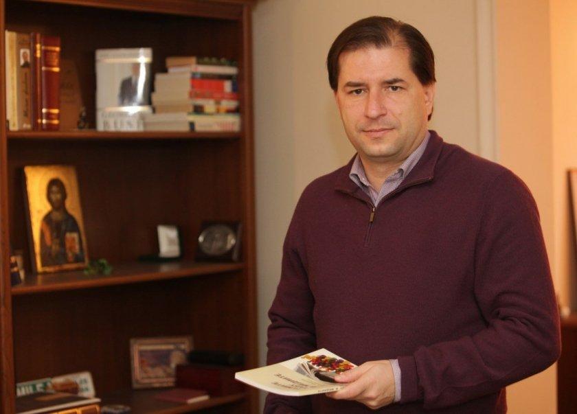 Борислав Цеков: Радев ни вкарва в конституционна криза