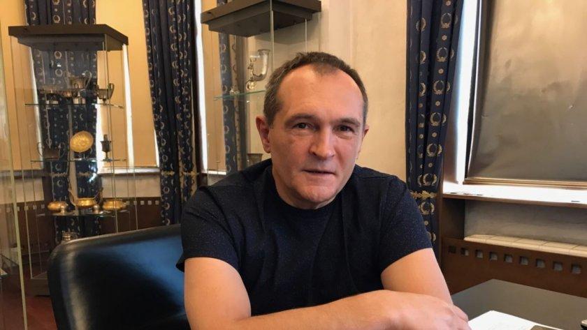 Божков публикува чатовете си и с фенове
