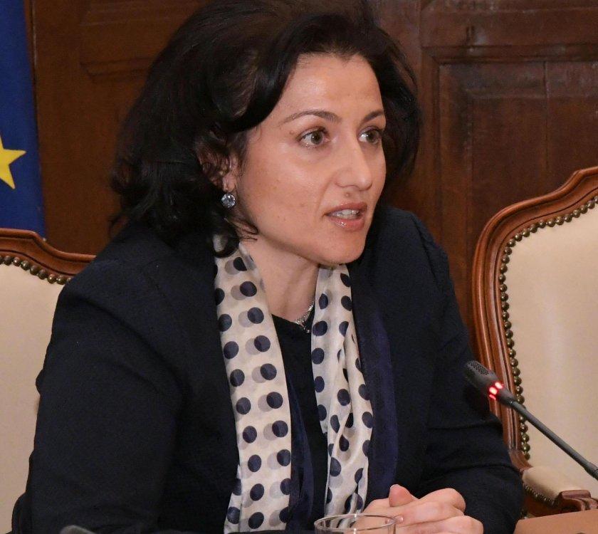 Десислава Танева проверява използват ли се у нас забранени препарати