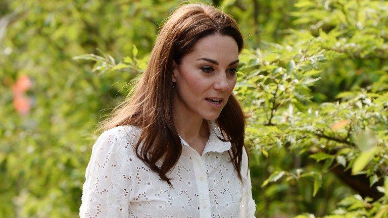 Кейт Мидълтън се разходи с кецове