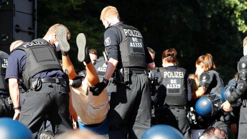 Хиляди протестират в Берлин срещу коронамерките