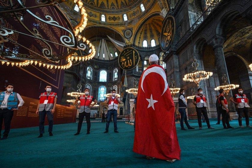 """""""Света София"""" и стратегическите стъпки на Турция"""