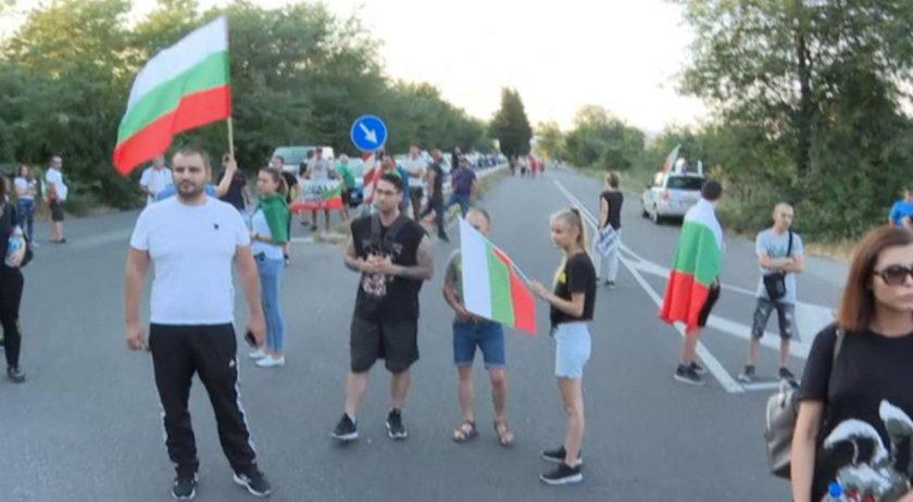 """Напрежение между полиция и протестиращи, опитващи се да блокират """"Тракия"""""""