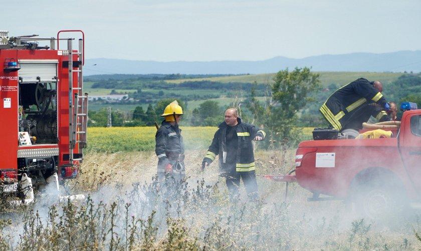 Голям пожар край Пловдив, пламъците обхванаха автоморга
