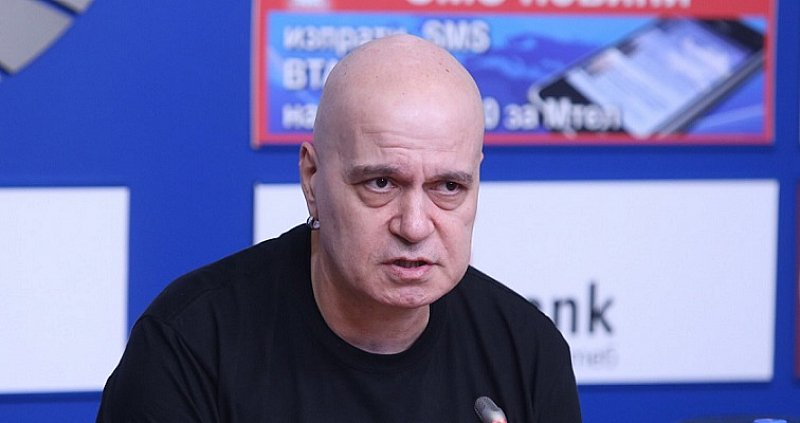Слави гневен: Нощната атака срещу протестиращите е брутална наглост, характерна за бананова република