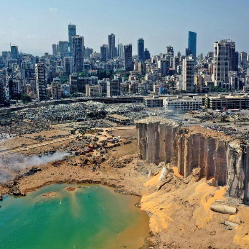 43-метров кратер е останал след взрива в Бейрут