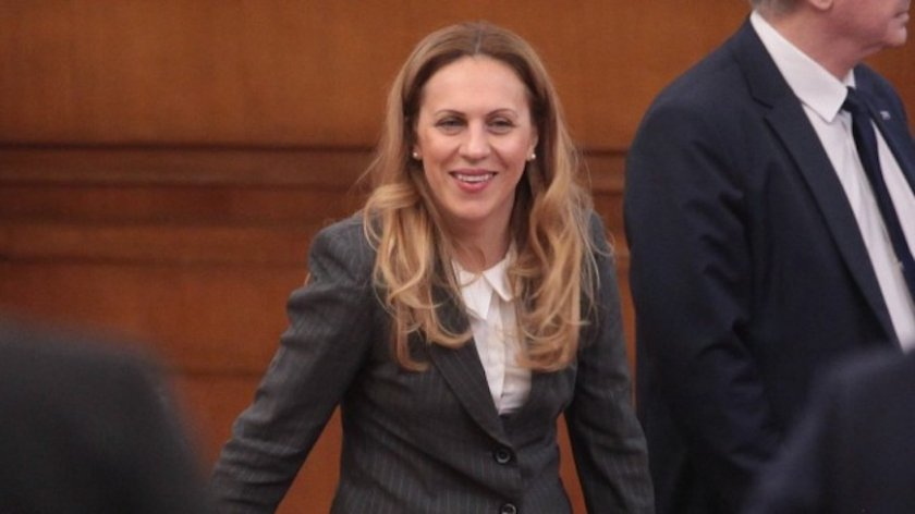 Марияна Николова спешно привика германските туроператори у нас