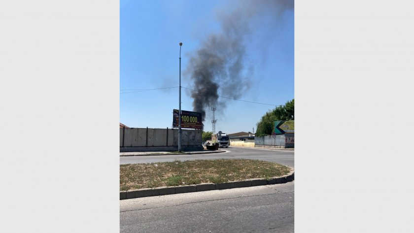 Горящ боклук вдигна пожарната в Пловдив на крак