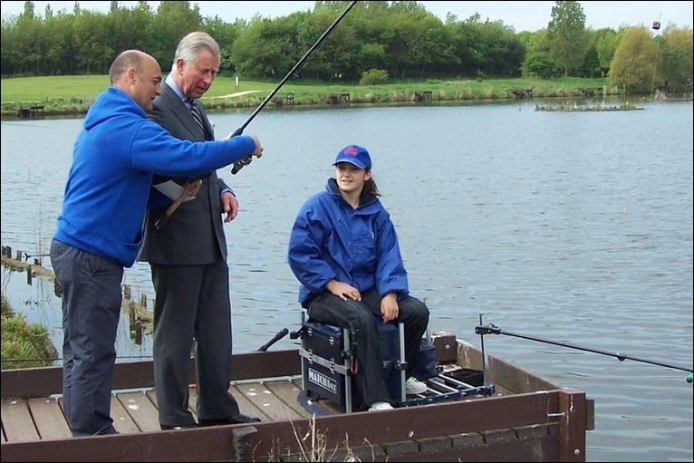 Принц Чарлз разпуска с риболов