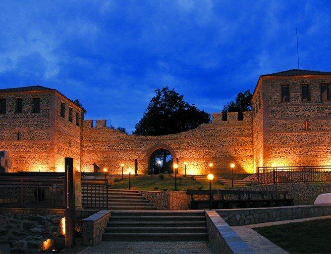 Софийска опера със спектакли на Цари Мали град