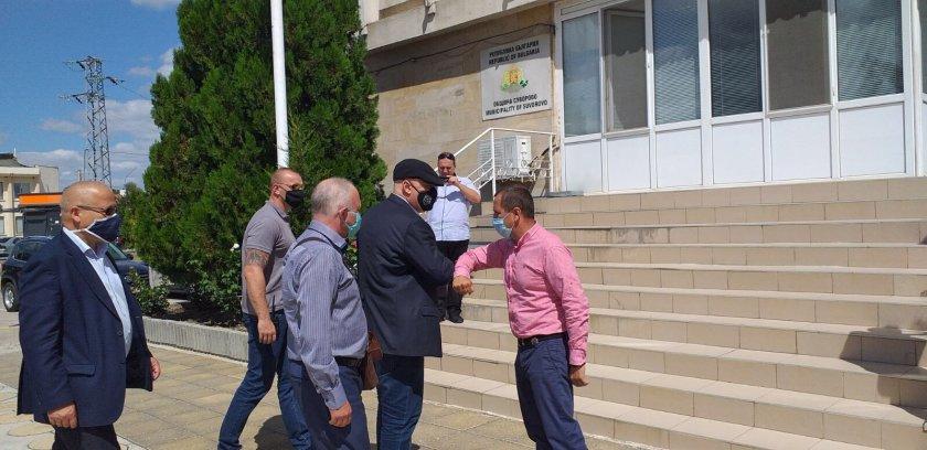 12 задържани във Варненско, Гешев е там