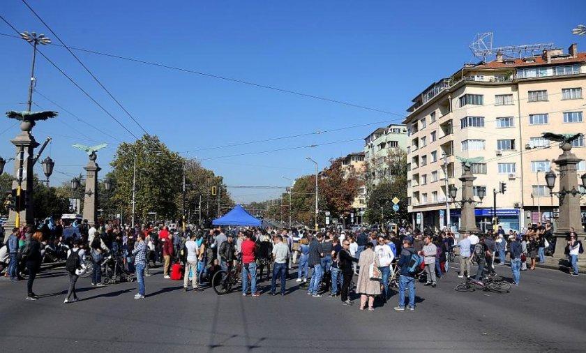 От полицията: 50 души блокират 3 кръстовища в София