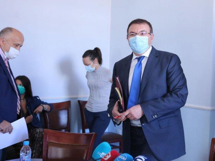 Здравният министър увери: Без повече КПП-та и затваряне на градове