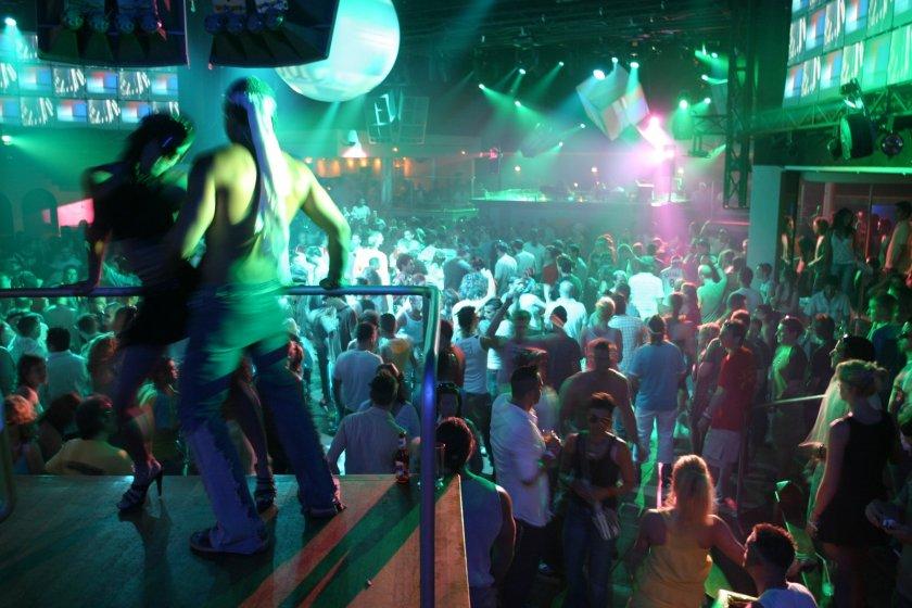 Испания затваря нощните клубове в цялата страна