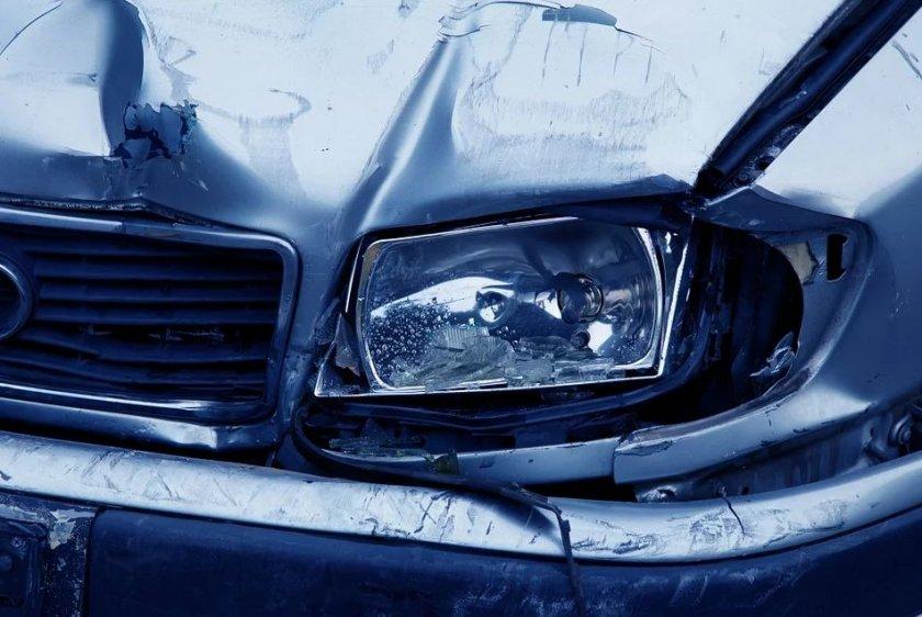 Верижна катастрофа край Созопол, жена е ранена