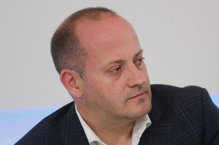 Радан Кънев остро: Темата за конституцията не е дъвка за уплашени политикани