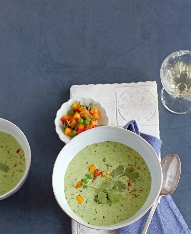 Грахова супа с манго салца