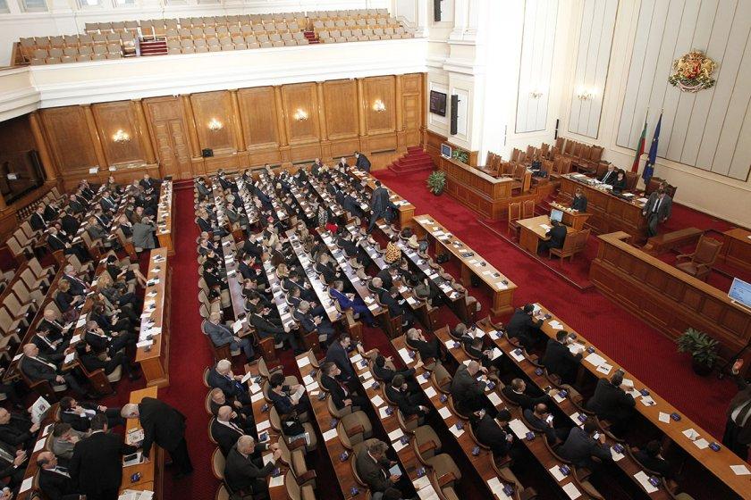 Парламентът събра кворум, въпреки че ДПС и БСП не се регистрираха