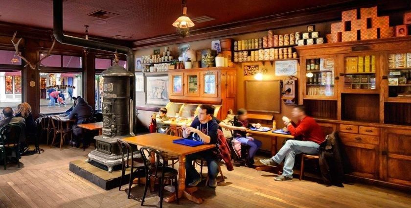 Преди полунощ: Ресторантите и баровете в Англия ще затварят по-рано