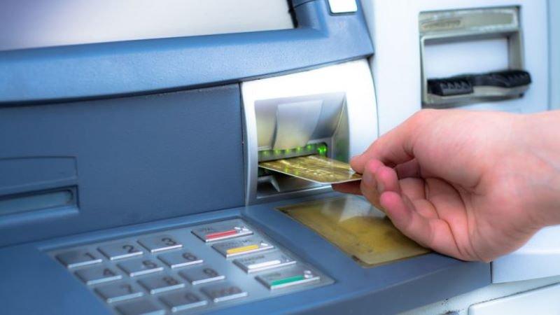 Трима българи са задържани в Индия за източване на банкови карти
