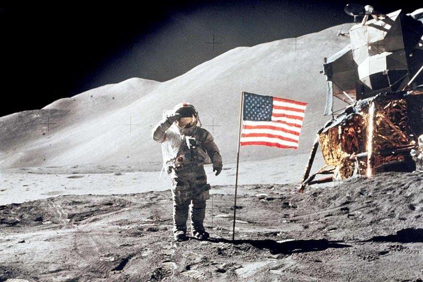 САЩ пращат първата жена на Луната