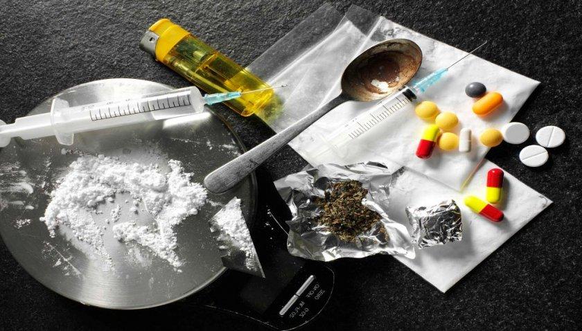 Петима в ареста след наркоакция в Софийско