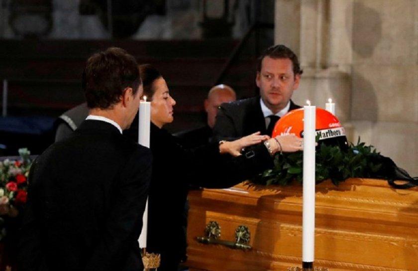 Ники Лауда изпратен с каска върху ковчега (ВИДЕО)