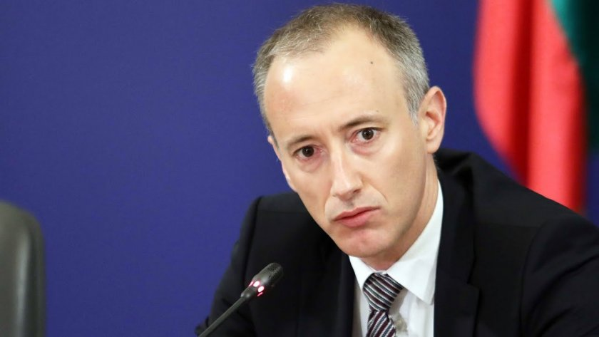 Министър Вълчев ще посети училища и университети във Варна