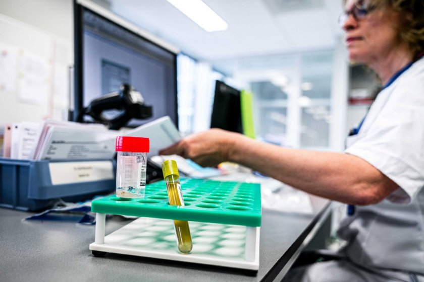 Франция регистрира над 15 000 нови случая на COVID-19