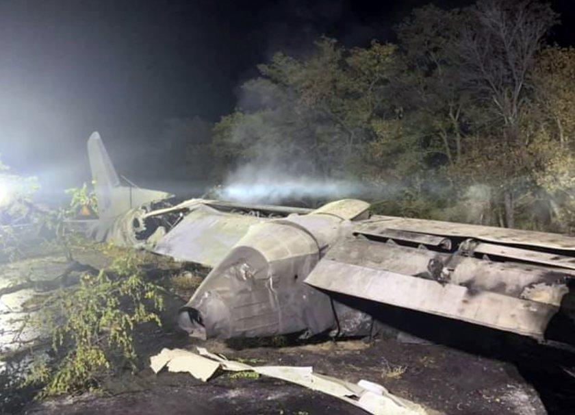 Потресаващи кадри от падналия самолет в Украйна (СНИМКИ И ВИДЕО)