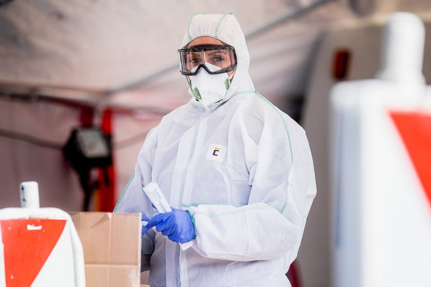 Лоши новини! Ново огнище на зараза в кланица с български работници в Германия